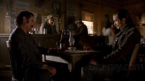 """El Sheriff ante el """"fuera de la ley"""" Swearengen"""
