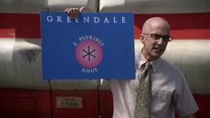 Icónica es la singular bandera de Greendale que muestra aquí su rector.